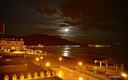 Amanecer en Zarautz con la Luna