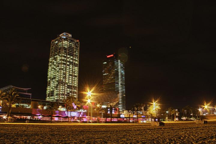 Fotos de noche en puerto olimpico barcelona for Noche hotel barcelona