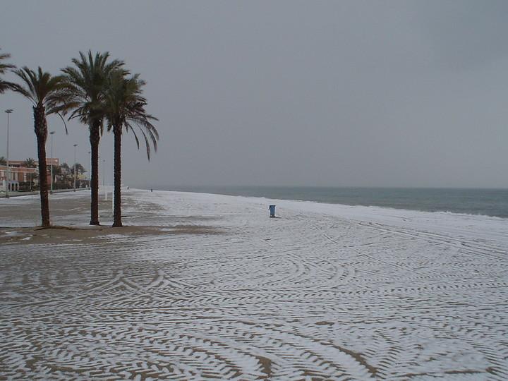 Resultado de imagen de la playa nevada